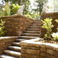 Лестница из камня в дизайне садового участка