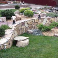 Сад камней на крутом склоне