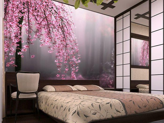 Яркие фотообои с цветущими ветками в дизайне спальни