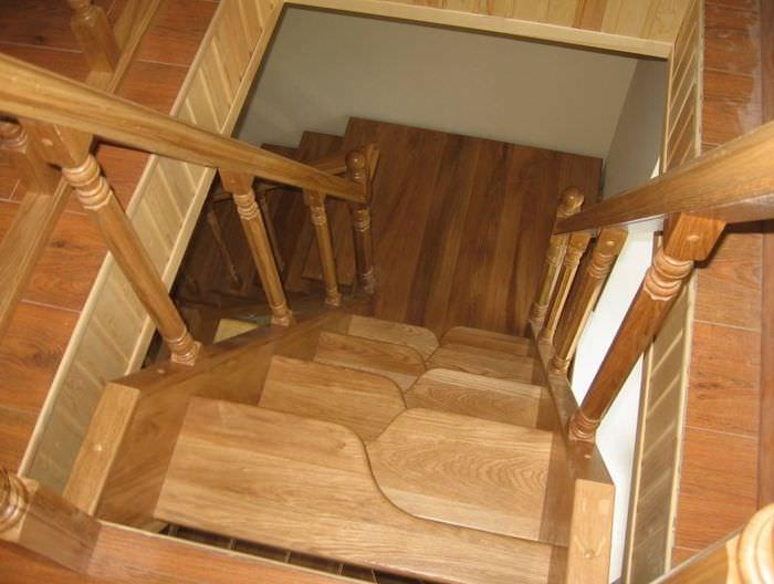 Фото компактной лестницы конструкции гусиный шаг