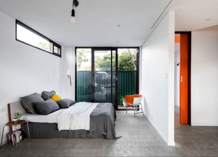Интерьер спальни загородного дома в стиле хай-тек