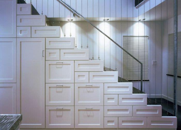 Система хранения вещей под лестницей своими руками
