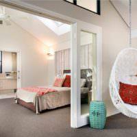 Зонирование спальни раздвижной перегородкой