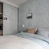 Обои с облаками на стенах спальни