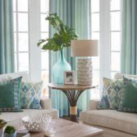 Декорирование живыми растениями интерьера комнаты в мятном цвете