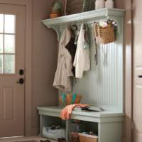 Мебельный гарнитур мятного цвета в прихожей