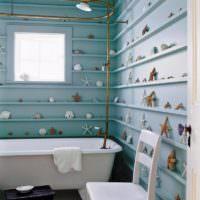 Декор морским украшениями стены мятного цвета