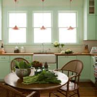 Современная кухня с гарнитуром мятного окраса