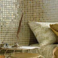 Мозаика с глянцевой поверхностью над изголовьем кровати