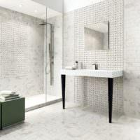 Серо-белая мозаика в дизайне ванной