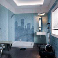Небоскребы из мозаики на стене в ванной