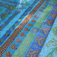 Облицовка пола в бассейне стеклянной мозаикой