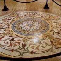 Шикарный орнамент из мозаики на полу гостиной