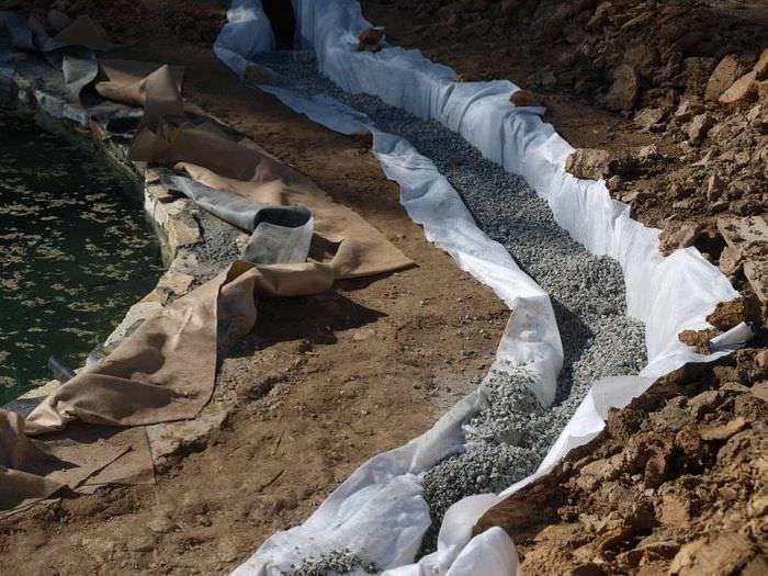 Использование геотекстиля при укреплении склона дачного участка