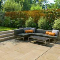 Мягкая мебель на площадке для отдыха