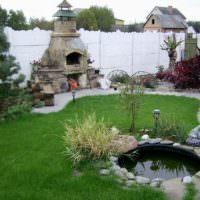 Каменная печь-барбекю во дворе дачного участка