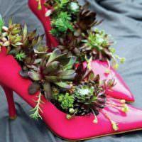 Вазы для цветов из старых туфлей