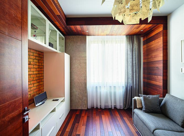 Термодоска в интерьере гостиной городской квартиры