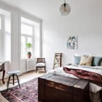 Интерьер светлой спальни в стиле кантри