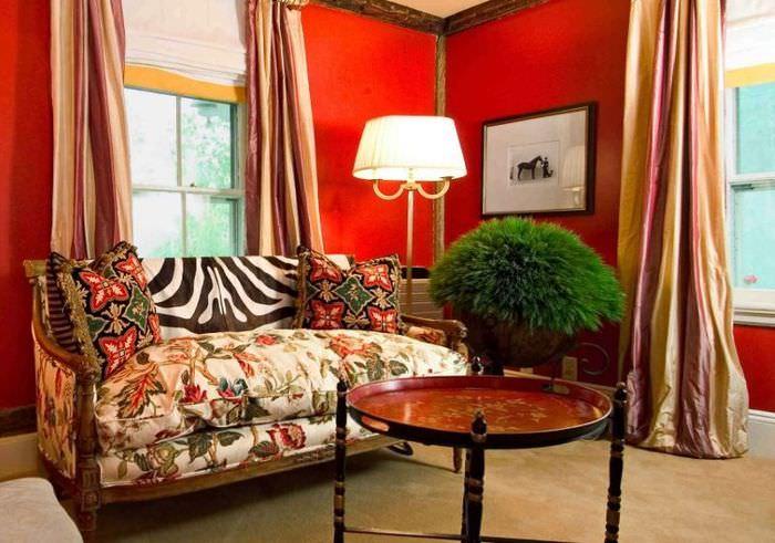 Красный цвет в дизайне жилой комнаты