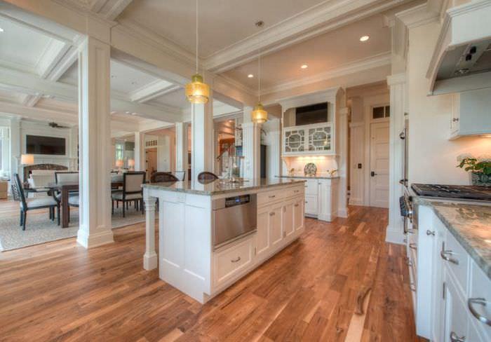 кухонный остров в дизайне неклассической кухни жилого дома