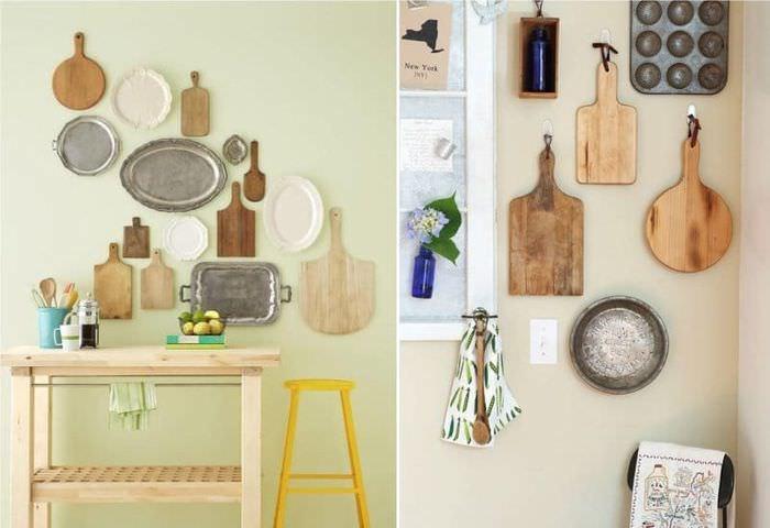 Декорирование стены кухни разделочными досками и подносами