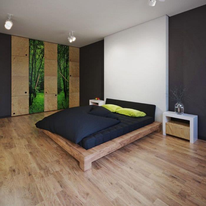 Современная спальня в эко стиле с ламинатом на полу