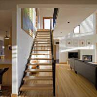 Коридор с лестницей в частном доме