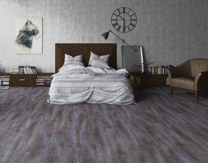 Серо-коричневый ламинат в спальне молодой семьи