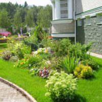 Альпийская горка в ландшафте садового участка
