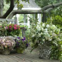 Вазоны с цветами в ландшафтном дизайне