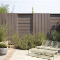 Забор из термодоски на загородном участке