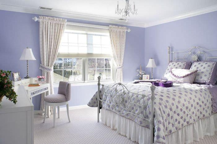 Деревенская спальня в стиле прованс в лавандовом цвете
