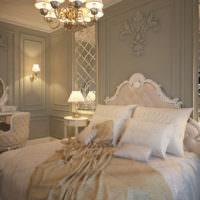 Декорирование стены над изголовьем кровати с помощью лепнины