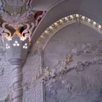 Встроенная подсветка лепных украшений