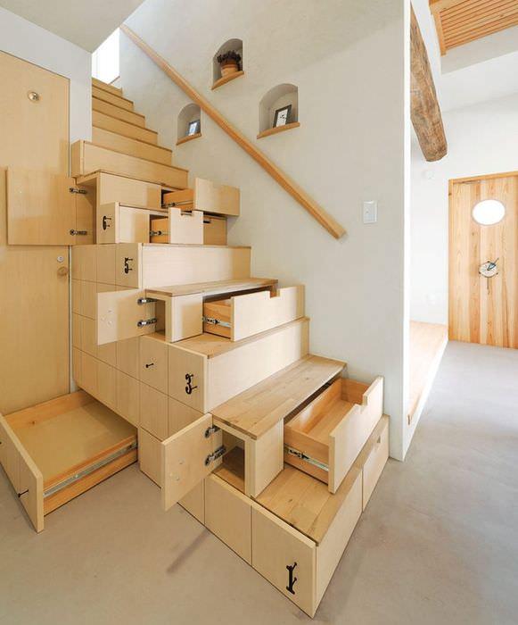 Дизайнерская лестница с ящиками для хранения мелких предметов