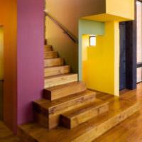 Деревянная лестница для загородного дома