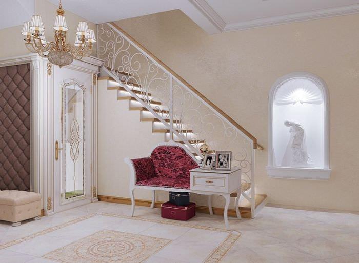 Стильная лестница в прихожей загородного дома