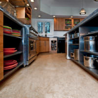 Линолеум светлого тона на полу кухни