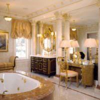 Оттенки золотого цвета в интерьере ванной комнаты