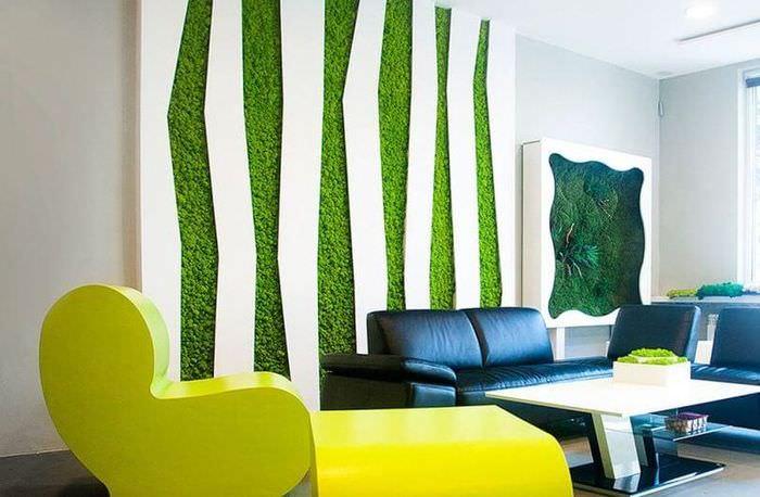 Декорирование интерьера гостиной стабилизированным мхом