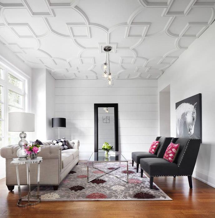 Потолочный декор из молдингов в гостиной минималистического дизайна