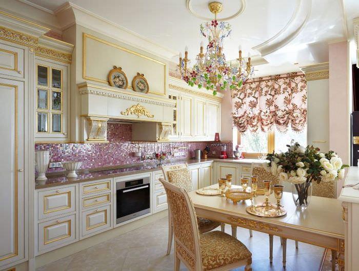 Мозаика в дизайне классической кухни