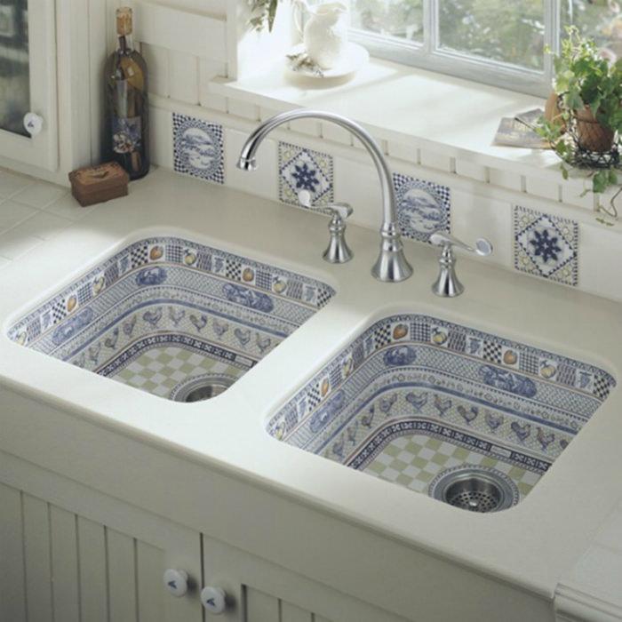 Кухонная раковина с облицовкой мозаикой