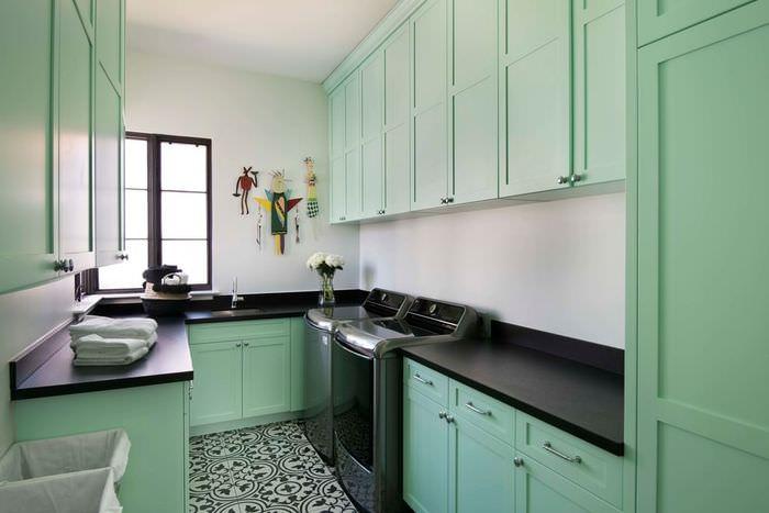 Кухонный гарнитур с мятным оттенком