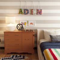 Буквы на подвесках в детской комнате