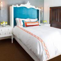 Белый текстиль в спальне с обоями под покраску