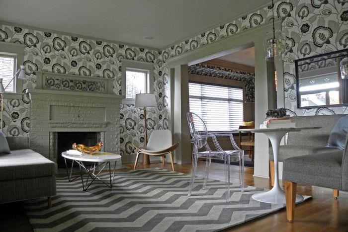 Обои с растительным орнаментом в дизайне гостиной