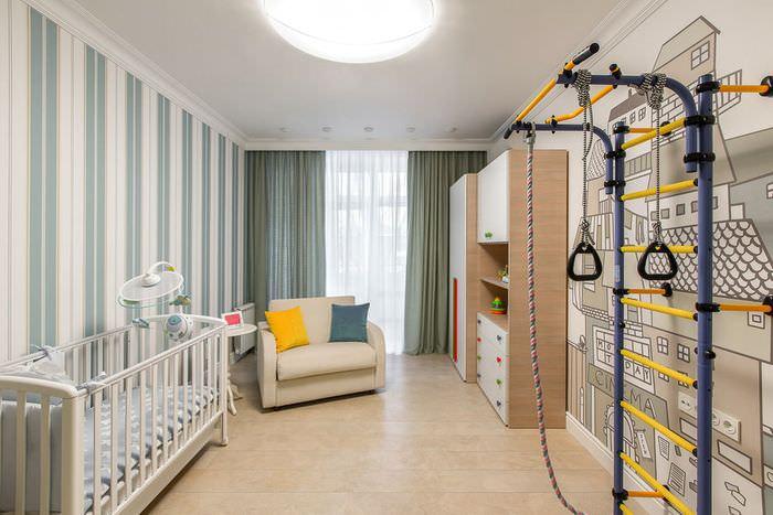 Интерьер детской комнаты с обоями в полоску
