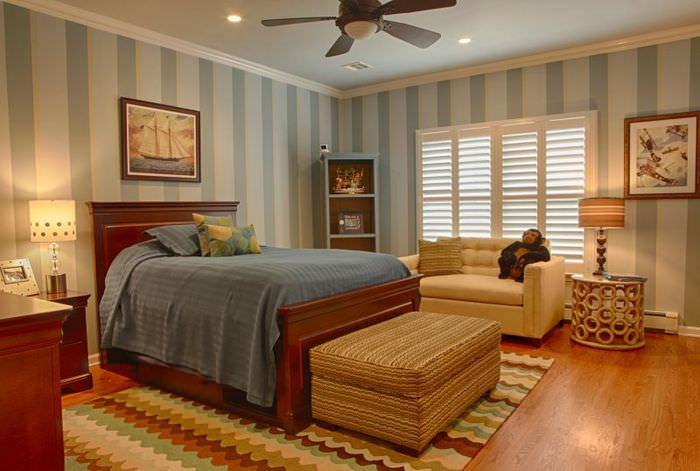 Полосатый интерьер спальни в деревенском стиле
